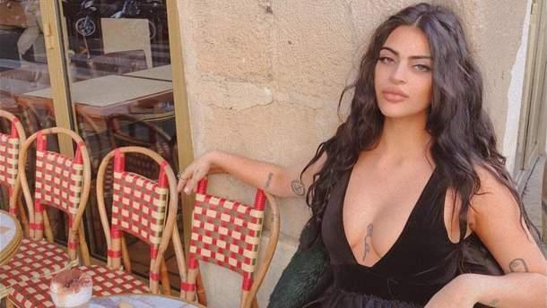 Австралійську блогерку ну пустили у відвертій сукні в Лувр