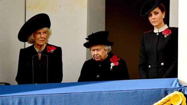 Герцогиня Корнуольська, Єлизавета II і Кейт Міддлтон