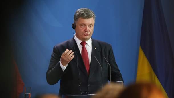 Порошенко анонсировал изменения в Конституцию относительно статуса Крыма