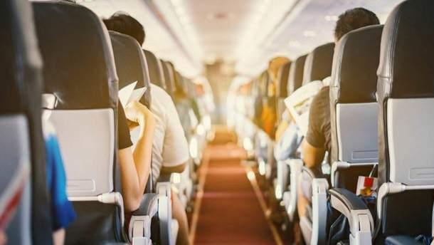 Назвали найбрудніші місця у салоні літака