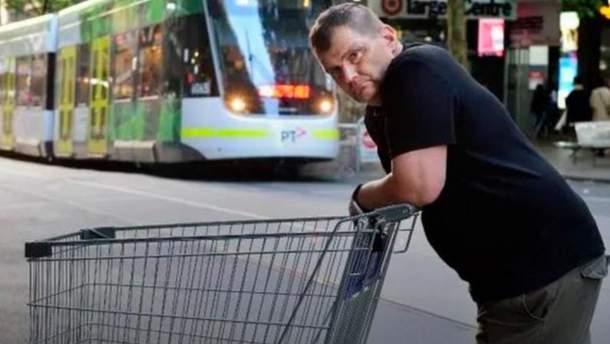 Нападение на полицейских в Австралии: бездомного, который помог остановить террориста, наградили гонораром