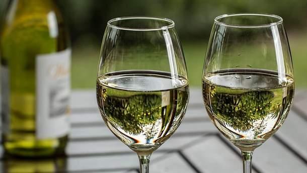 Вчені розповіли, чому людей тягне до алкоголю