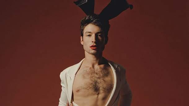 Актер Эзра Миллер принял участие в пикантной съемке для Playboy: провокационные фото