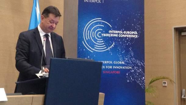 Росія наступає: під загрозою Україна та Інтерпол