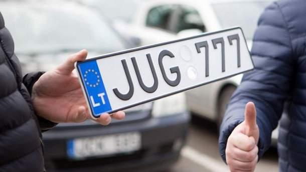 Власники авто на єврономерах побили поліцейських біля Рівного