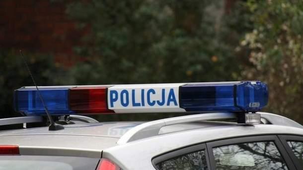 Польська поліція порушила справу проти львів'янина через наліпку з тризубом на авто