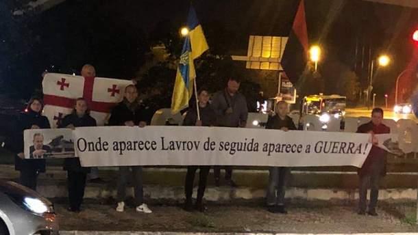 """Украинцы """"тепло"""" встретили главу МИД РФ Лаврова в Португалии"""