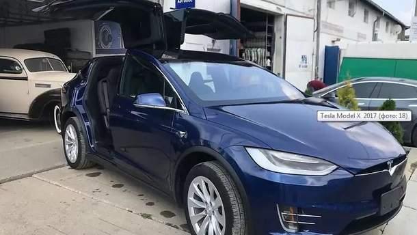 """У Києві у """"чорну п'ятницю"""" з салону викрали преміальний автомобіль Tesla"""