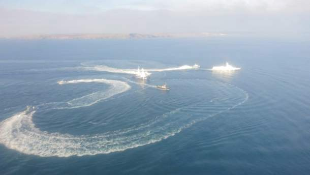 У Азовському морі російський корабель протаранив український військовий буксир