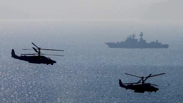 Россия сопровождает украинские корабли в Азовском море боевыми вертолетами