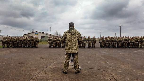 Порошенко ініціює заповаження воєнного стану