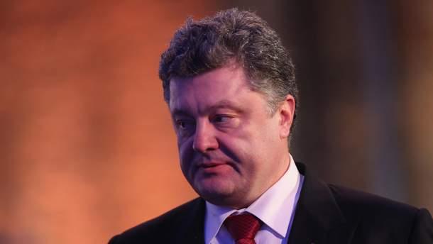 Президент України Петро Порошенко пояснив, що означає запровадження воєнного стану в Україні