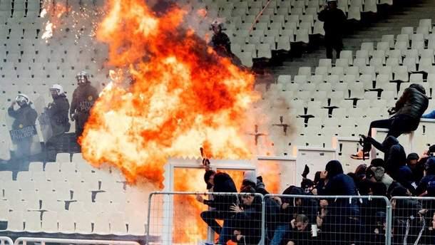 На трибунах стадиона АЕКа возникли стычки