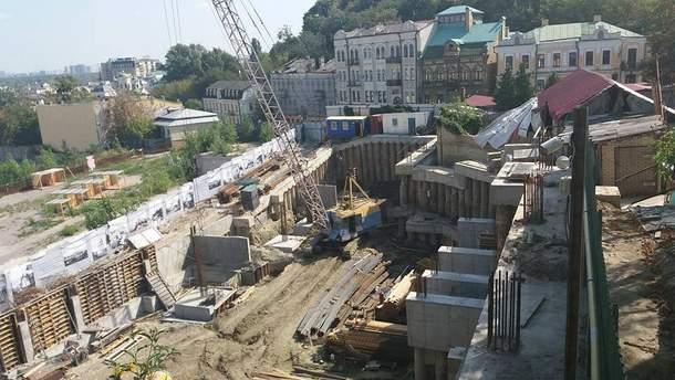 Скандальное строительство на Андреевском спуске в Киеве