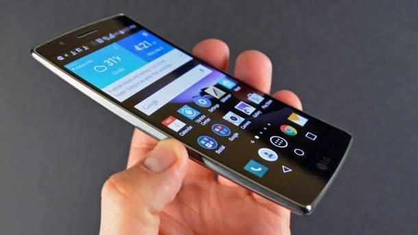 LG G Flex, який випустили в 2013 році