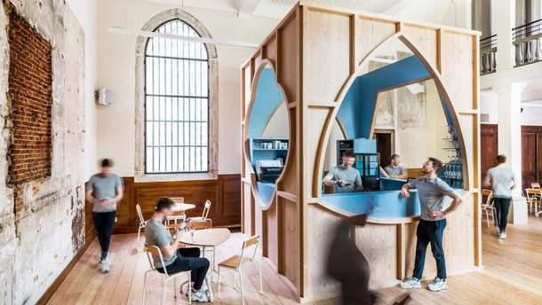 Кафе у готичному соборі Антверпена