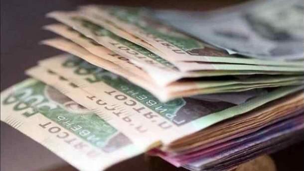 Средняя зарплата в Украине за год выросла на четверть