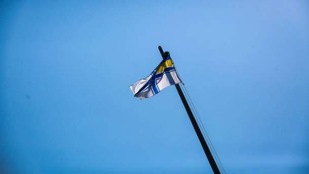 У Запоріжжі підняли прапор Військово-морських сил України на підтримку українських моряків