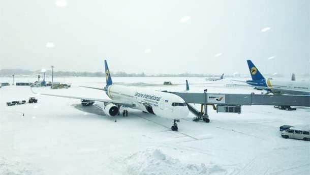 """Из-за снегопада в аэропорту """"Борисполь"""" задерживают рейсы"""