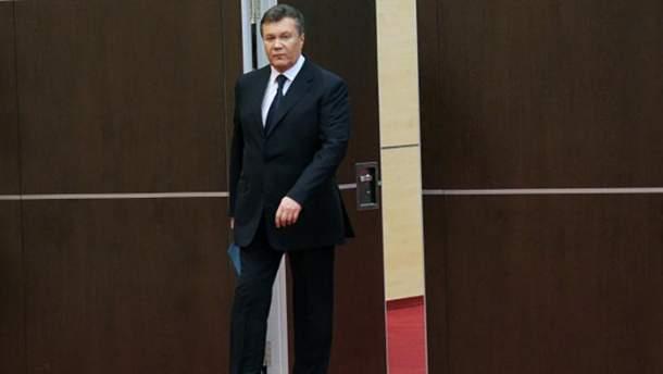 Плакаты с Виктором Януковичем в странном виде появились в Мариуполе