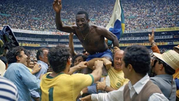 Короля футболу Пеле по-справжньому носили на руках