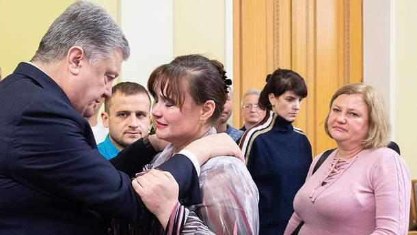 Порошенко зустрівся з сім'ями затриманих РФ моряків