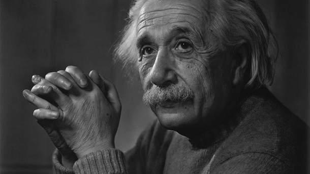 Лист Ейнштейна з роздумами про релігію та Бога продали за величезну суму