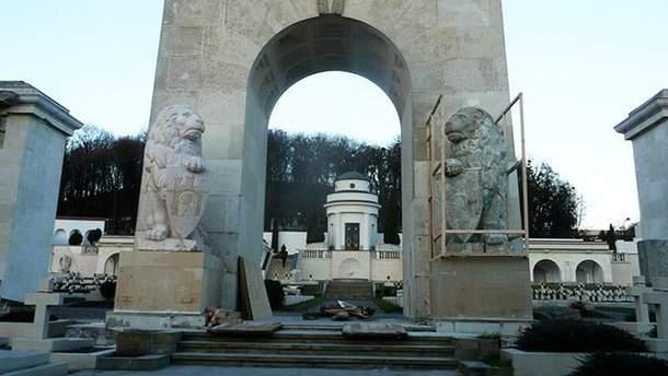 На Лычаковском кладбище неизвестные вновь совершили провокацию