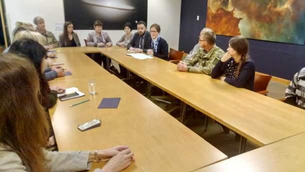 Семьи украинских моряков встретились с Мари Йованович