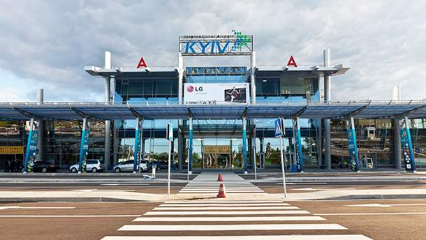 """В аэропорту """"Киев"""" самолет совершил небольшую аварию"""