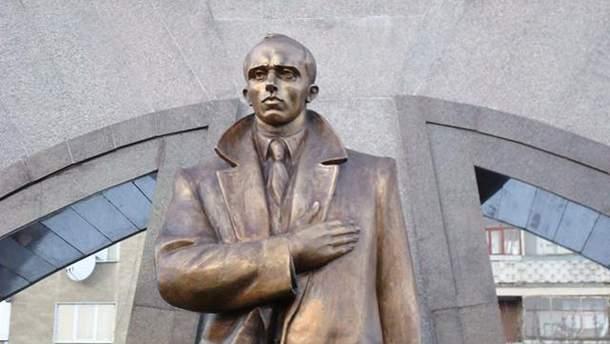 Нардепи пропонують повернути Бандері звання Героя України