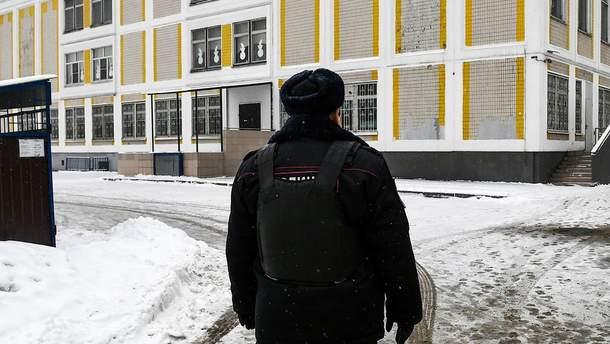В Москве подросток пришел в школу с ножом и угрожал всех убить: все детали