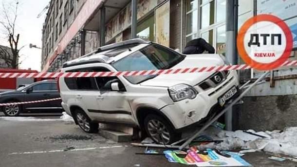 Фото с места перестрелки и ДТП в Киеве