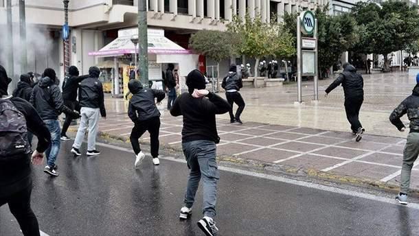 В Греции во время митинга подростки бросались коктейлями Молотова в офицеров
