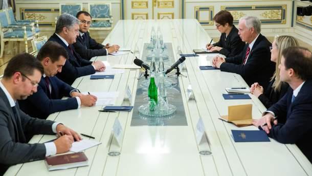 Президент України Петро Порошенко зустрівся з сенатором США Роном Джонсоном