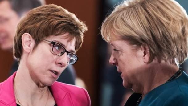 Аннегрет Крамп-Карренбауер та Ангела Меркель