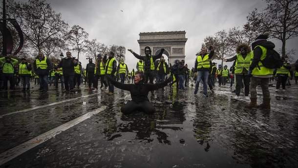 """Протести """"жовтих жилетів"""" у Парижі"""