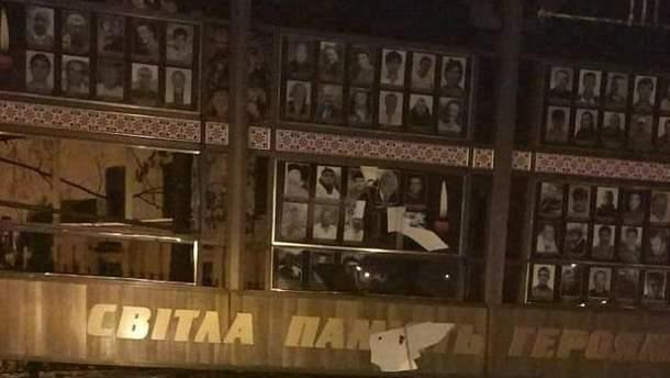 В Хмельницком вандалы повредили мемориал героев Небесной сотни и воинов АТО