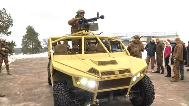 """Інженерна група полку """"Азов"""" презентувала унікальний транспорт за стандартами НАТО"""