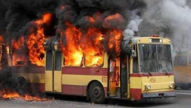 В Харькове загорелся троллейбус