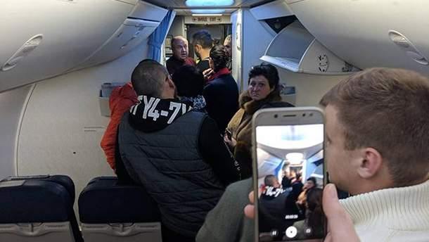 Авария в Борисполе 9 декабря 2018 - фото повреждений самолета после аварии