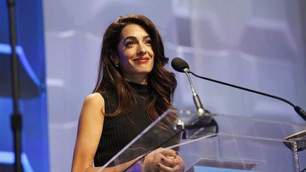 Амаль Клуні зізналась, що стала жертвою сексуальних домагань