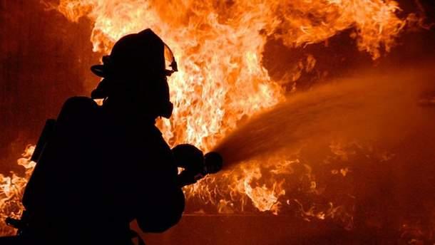 На Львовщине загорелся резервуар с нефтью