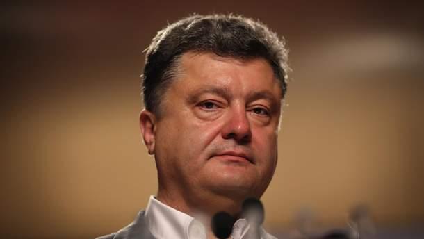 Порошенко внушил главе Укрпочты задуматься о собственной миллионной заработной плате