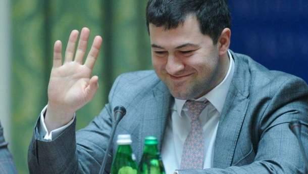 Насирова, подозреваемого в коррупции, восстановили в должности