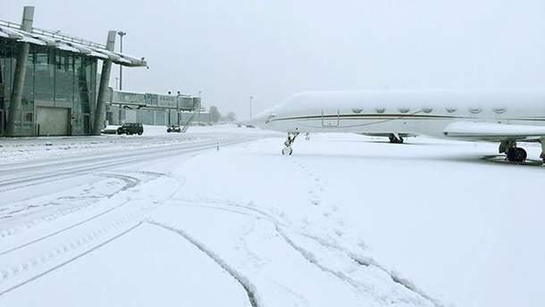 """Сніг в аеропорту """"Київ"""""""
