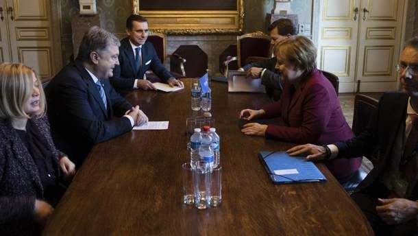 Порошенко зустрівся із Меркель у Брюсселі