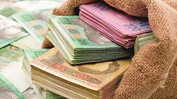 Кому належать гроші українців