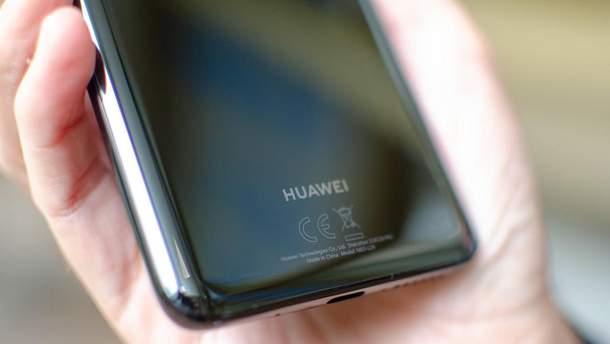 """Почему флагман Huawei P30 может так и не получить """"дырку"""" в дисплее"""