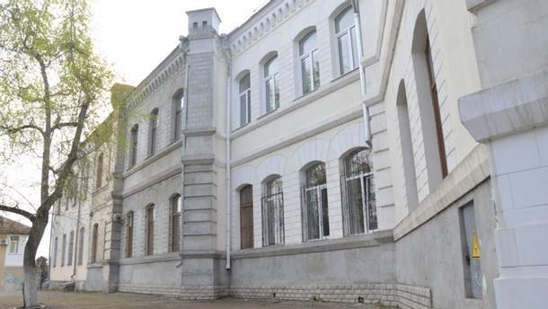 В школе оккупированного Севастополя во время перерыва обвалился потолок